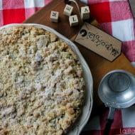 Torta sbriciolata alle noci con mela cotogna