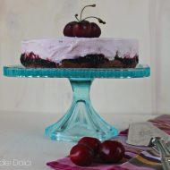 Torta gelato al cioccolato e ciliegie