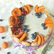 Charlotte con crema di yogurt e frutta fresca